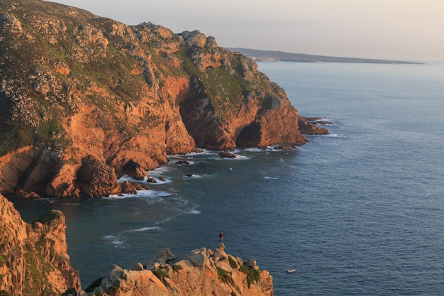 Pôr do sol no cabo da roca, sintra, portugal