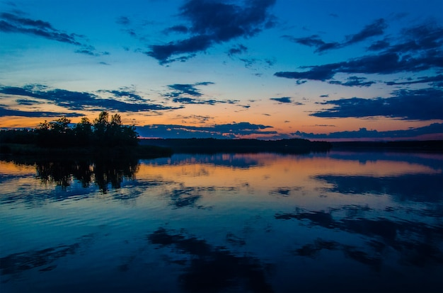 Pôr do sol no golfo da finlândia