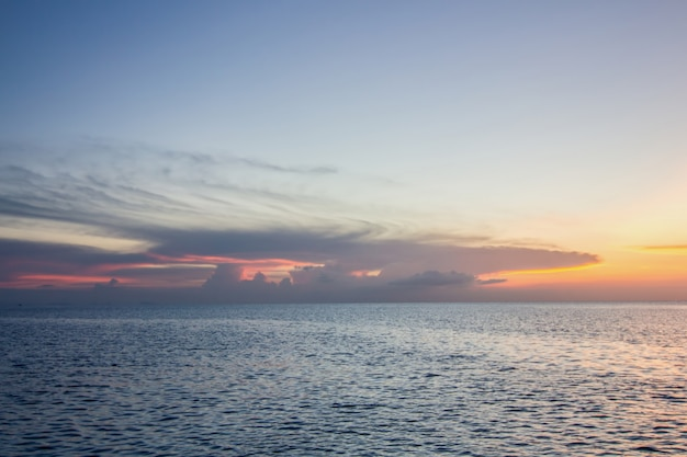 Pôr do sol no mar, koh phangan, surat thani, tailândia