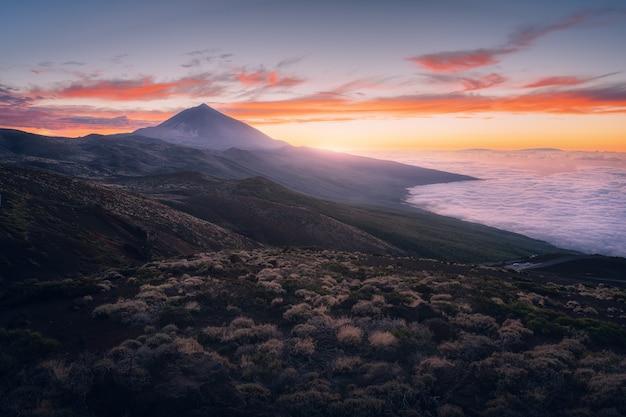 Pôr do sol no parque nacional de teide em tenerife