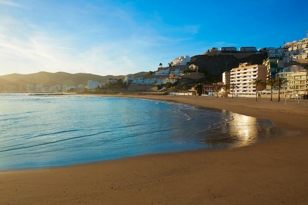 Pôr do sol praia cullera playa los olivos em valência