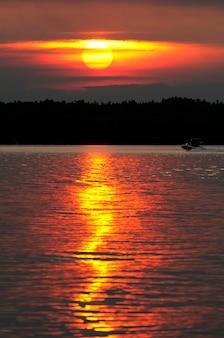 Pôr do sol, sobre, a, lago, lago, de, a, madeiras, ontário, canadá