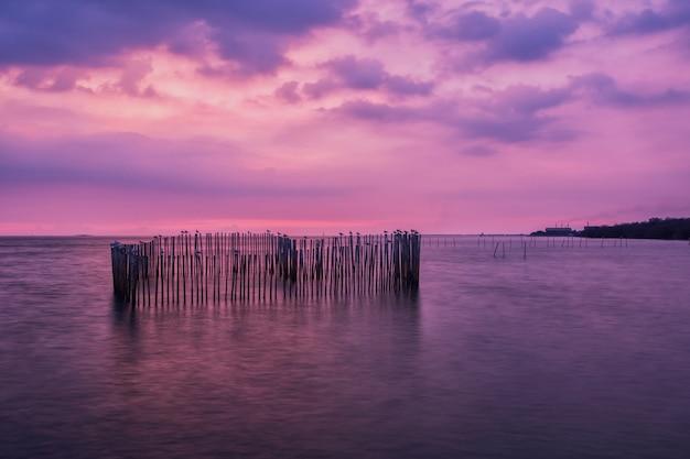 Pôr do sol sobre o mar em bangpu