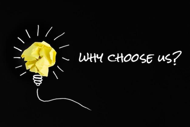 Por que nos escolher pergunta com lâmpada de papel