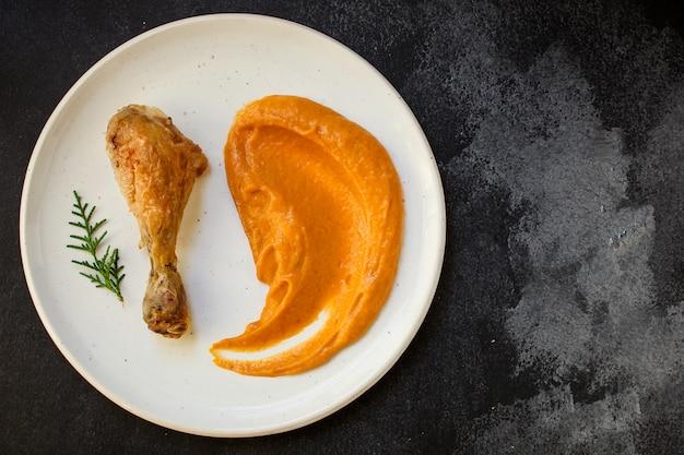 Porção de abóbora e peru ou frango