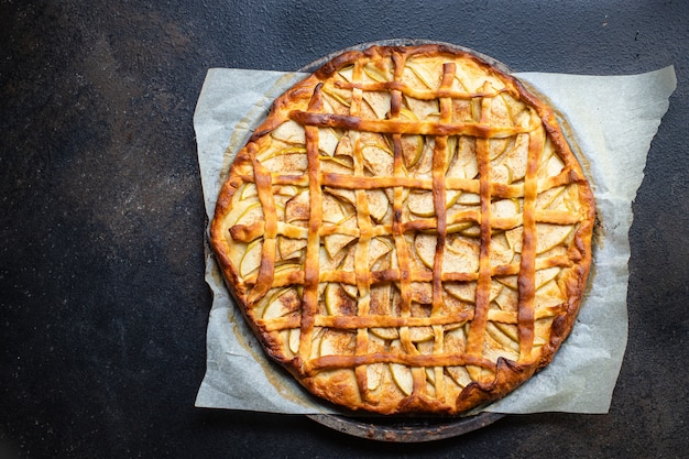 Porção de sobremesa doce caseira torta de maçã