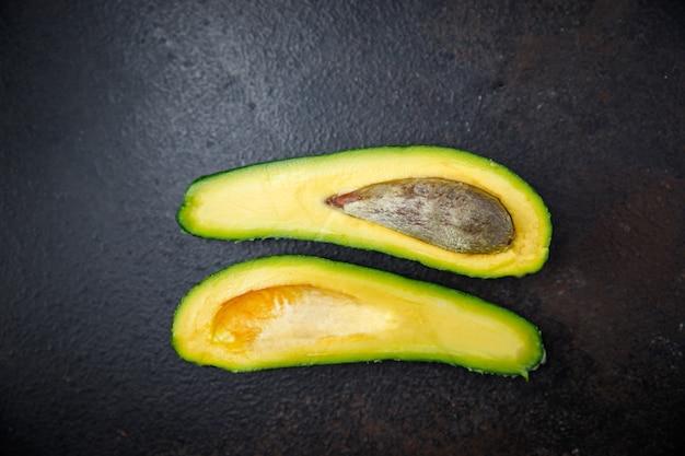 Porção fresca de fruta madura de abacate pronta para comer refeição lanche na mesa cópia espaço fundo de alimentos