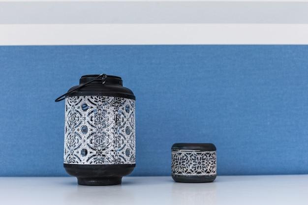 Porcelana azul e branca do teste padrão de flor