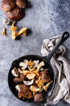 Porcini boletos e cogumelos chanterelles