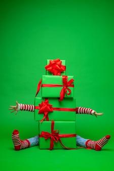 Porque a pirâmide de caixas de presente de natal verdes