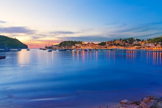 Port de soller pôr do sol em maiorca na ilha das baleares
