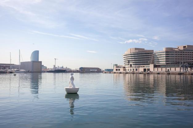 Port vell e world tade center - uma das principais atrações de barcelona