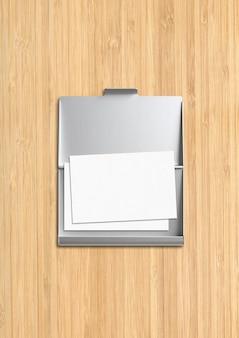 Porta-cartões metálico fechado isolado em fundo de madeira