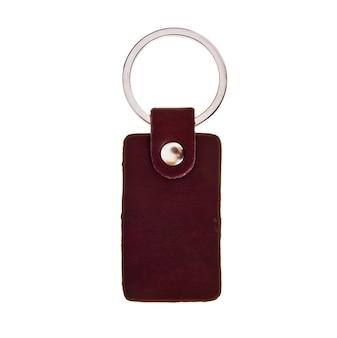 Porta-chaves de couro isolado no fundo branco.