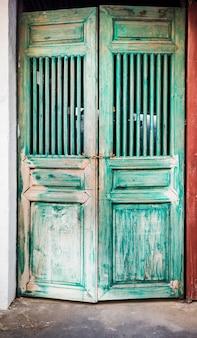 Porta chinesa antiga e bloqueio