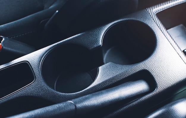 Porta-copos do carro no console central do carro