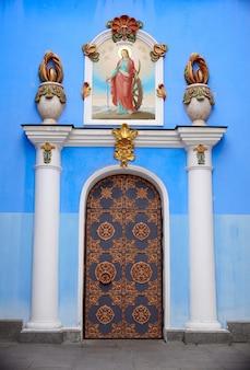 Porta da catedral de são miguel em kiev