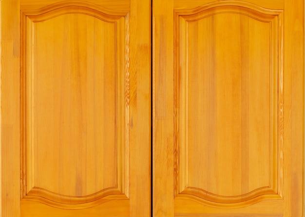 Porta da frente do armário de madeira amarela