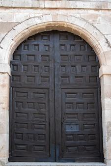 Porta de madeira antiga feita à mão
