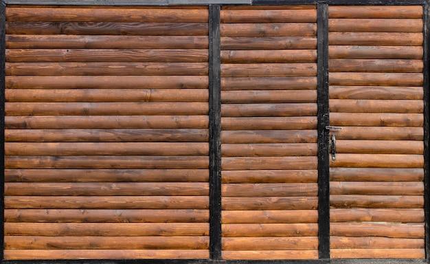 Porta de madeira velha com fim da porta acima. design retro