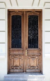 Porta de madeira velha