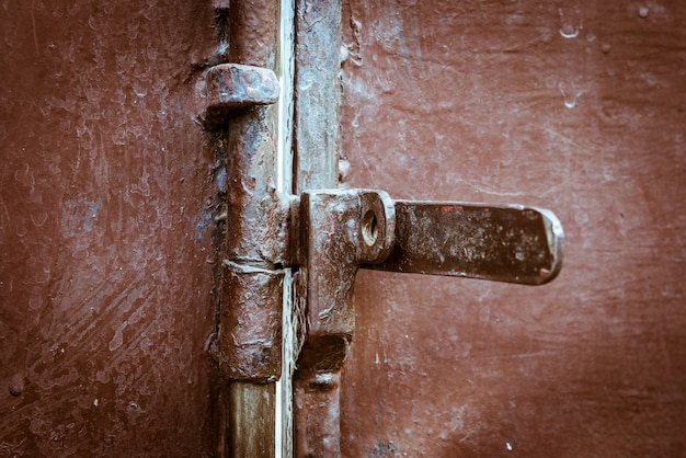Porta de metal closeup com bloqueio