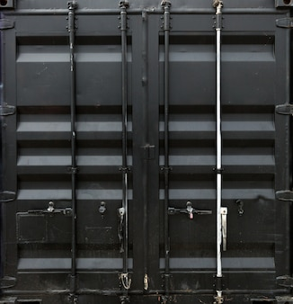 Porta de metal preto do contêiner de carga