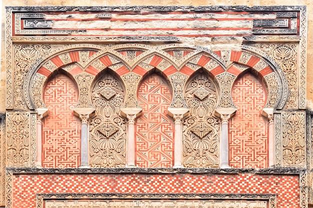 Porta, e, fachada, de, san, ildefonso, mourisco, fachada, de, a, grande mesquita, em, cordoba, andalusia, espanha