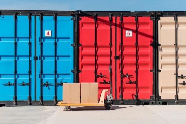 Porta-paletes e unidades de armazenamento coloridas