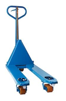 Porta-paletes hidráulica de mão azul, bomba, macaco, plataforma na posição elevada, o carrinho de garfo, isolado em um fundo branco, seleção de caminho salva.