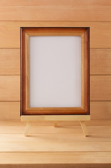 Porta-retrato com fundo de madeira