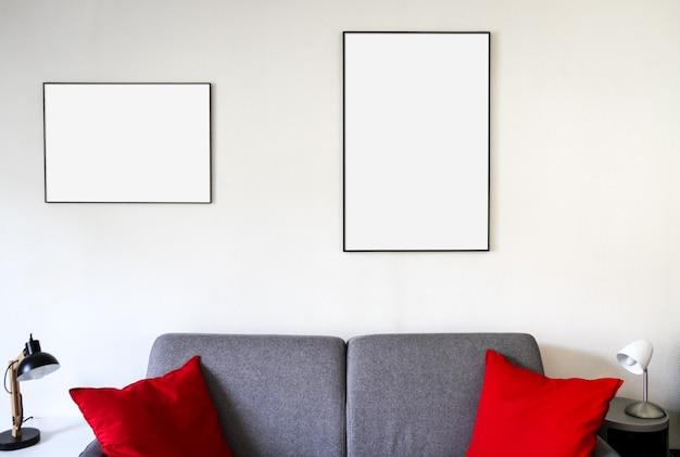 Porta-retrato em branco em um sofá. fundo interior minimalista