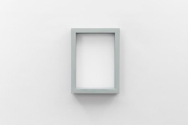 Porta-retrato em branco na parede branca