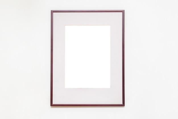 Porta-retrato vazio em branco na galeria de arte.