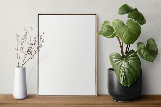 Porta-retratos em branco em uma prateleira