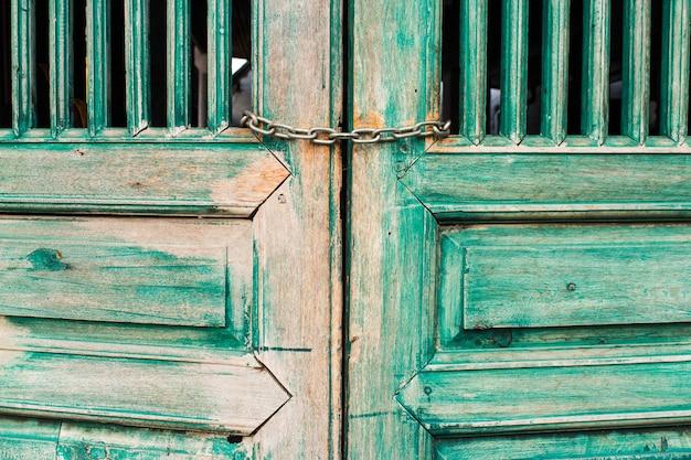 Porta velha pintura verde para estilo vintage