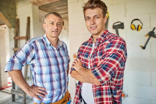 Portait de duas gerações de carpinteiros