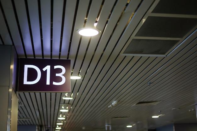 Portão 13 no aeroporto