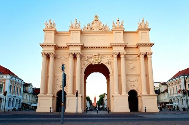 Portão de brandemburgo, em potsdam, alemanha