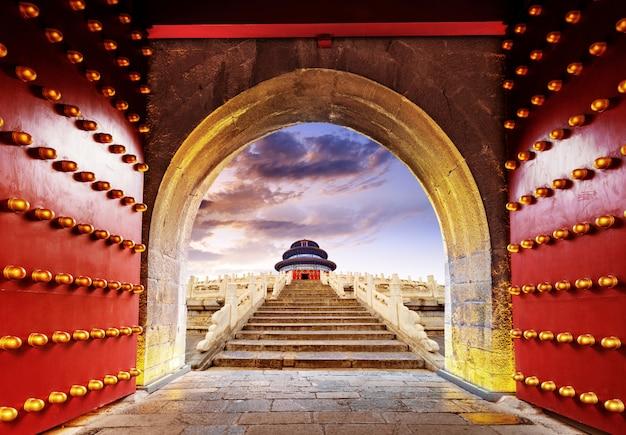 Portão de edifício chinês antigo