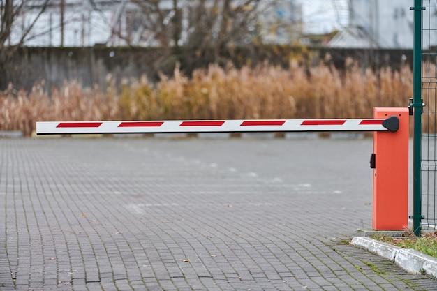 Portão de estacionamento, sistema de barreira automática para segurança do estacionamento