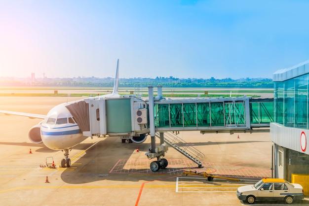 Portão do aviador do aeroporto