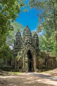 Portão norte do complexo de angkor thom