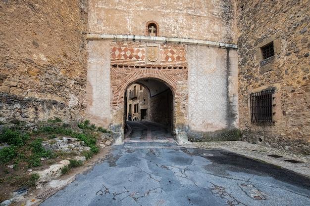 Portão principal nas antigas muralhas