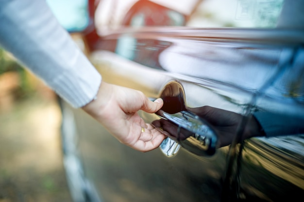Portas de mão e carro, abrindo portas, carros conceito, dirigindo com segurança