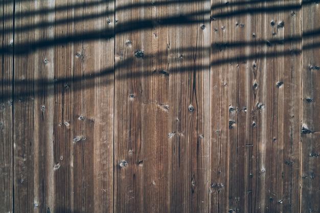 Portas e fechaduras de madeira para edifícios antigos
