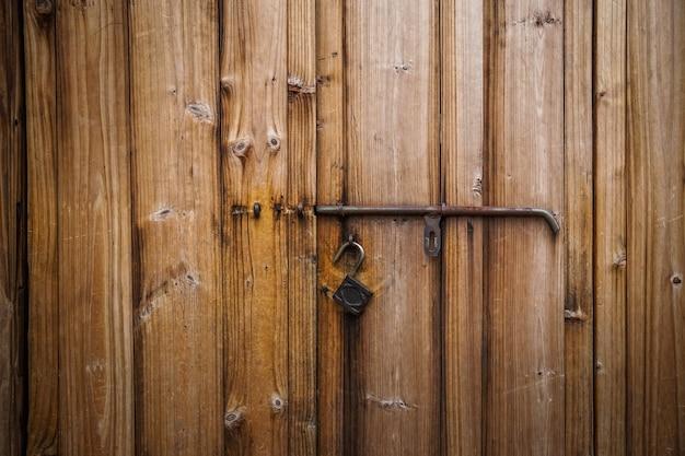Portas e fechaduras históricas de estilo chinês