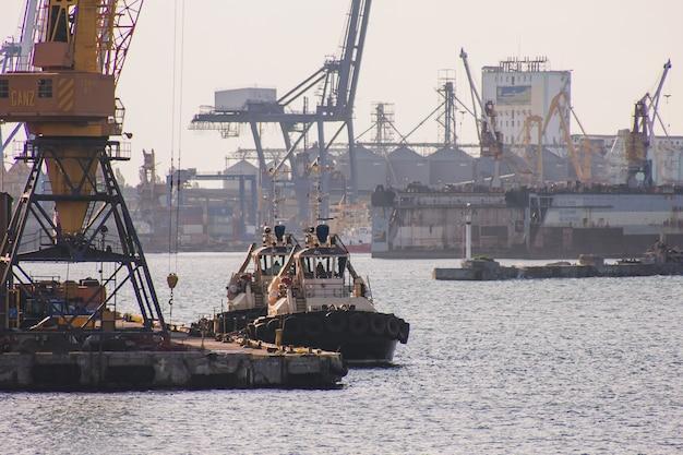 Porto comercial de odessa. é o porto mais movimentado do mundo em termos de tonelagem total de transporte.