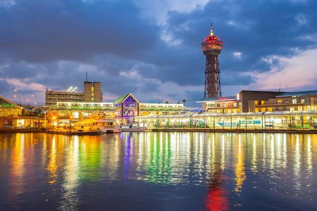 Porto de hakata à noite em hakata, prefeitura de fukuoka, japão