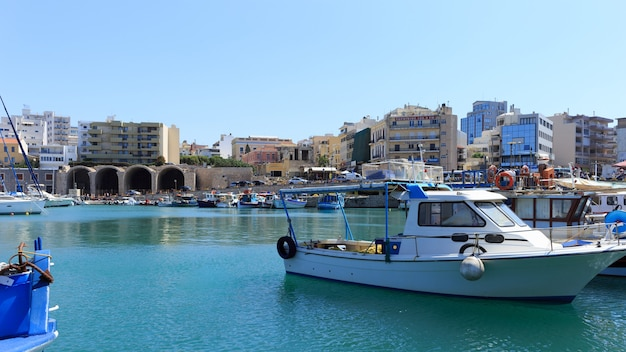 Porto de heraklion e porto veneziano na ilha de creta